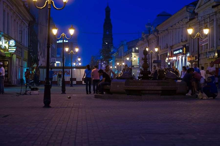 улица в темное время суток