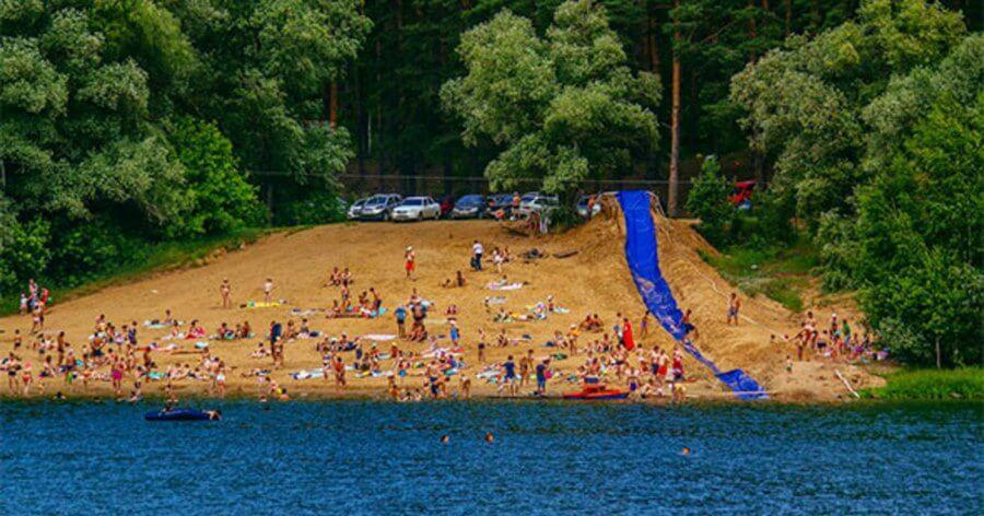озеро в летний период